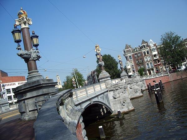 Uma das muitas pontes da cidade