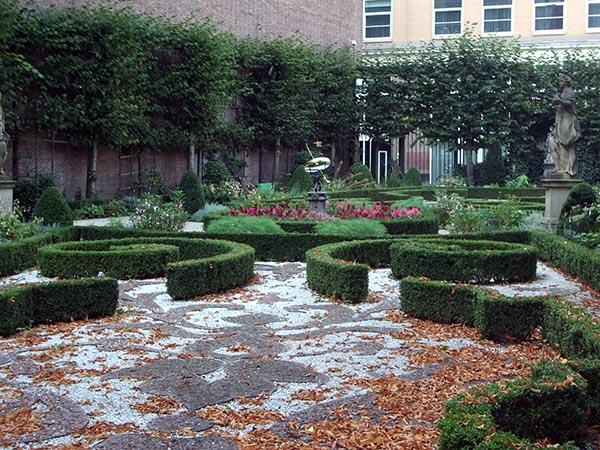 O jardim foi inspirado nos jardins franceses do século XVIII