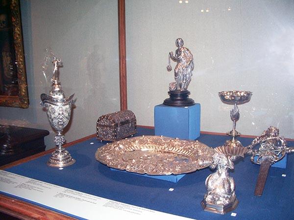 Uma pequena parte da coleção de prataria da família Willet Holthuysen