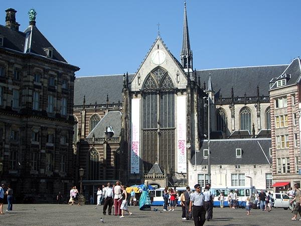 Nieuwe Kerk ou Igreja Nova, local onde se realizam exposições e eventos