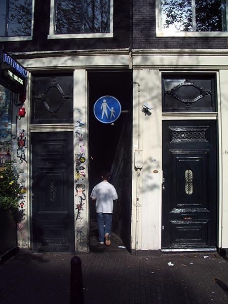 A rua mais estreita de Amsterdam