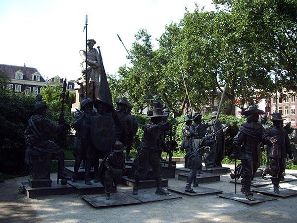 Esculturas em bronze na Rembrandt Plein