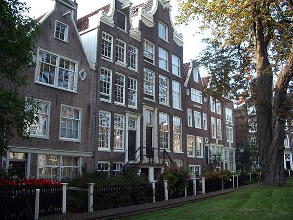 Casas que compõem o Begijnhof