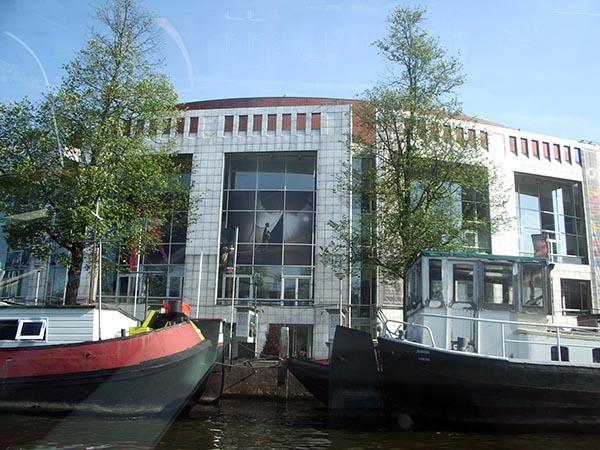 Muziektheater visto dos canais