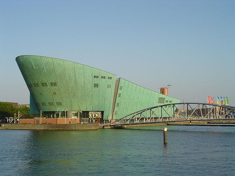 800px-NEMO_(Amsterdam)
